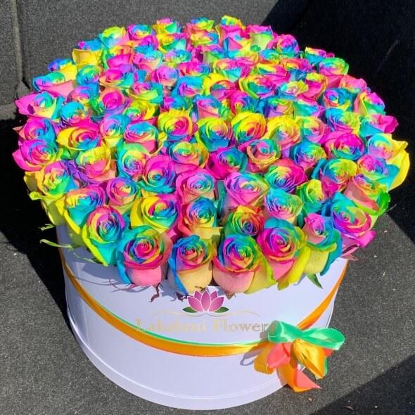 101 радужная роза в шляпной коробке