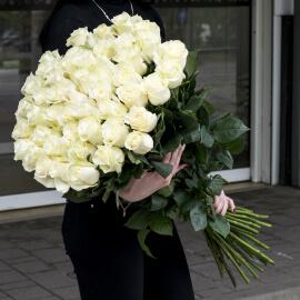 Белые розы 100 см поштучно