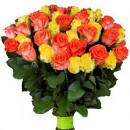 51 микс желтые и персиковые розы