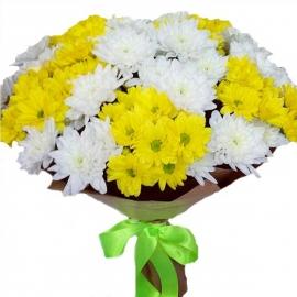 Букет из 15 хризантем желтых и белых