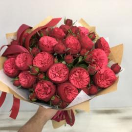 Букет пионовидных роз «Red Piano»