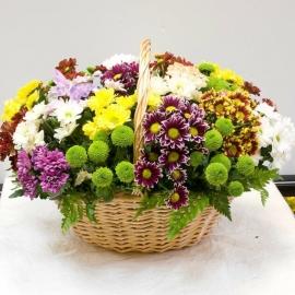 Хризантемы в корзине микс