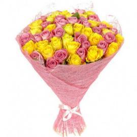 51 микс желтые и розовые розы