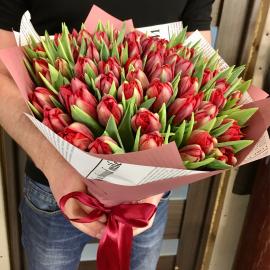75 красных пионовидных тюльпанов