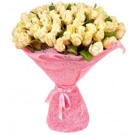 75 кремовых роз