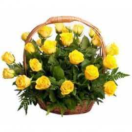 25 желтых роз в корзине