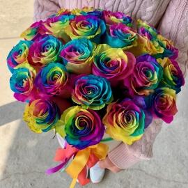 25 радужных роз в шляпной коробке