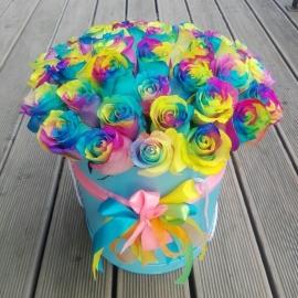 35 радужных роз в коробке