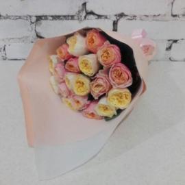 19 пионовидных роз Вувузелла