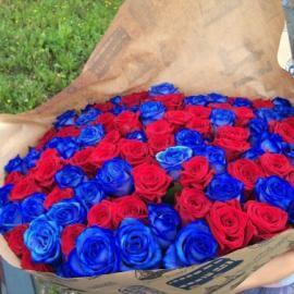 101 роза микс синяя и красная